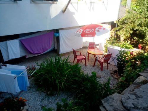 alojamiento-en-pension-santa-rosa-samos-18